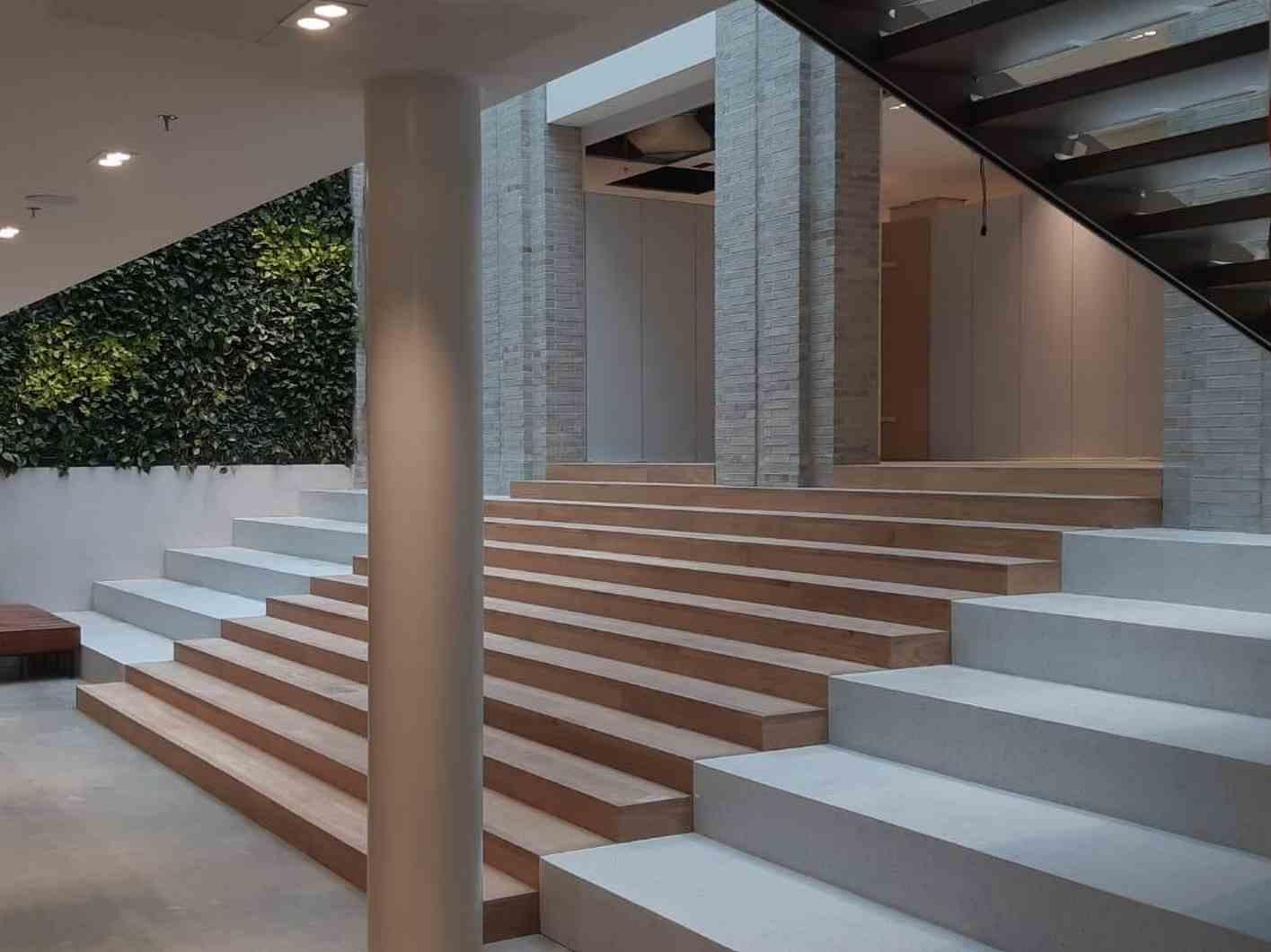 Nobello terrazzo trappen in combinatie met houten vloer